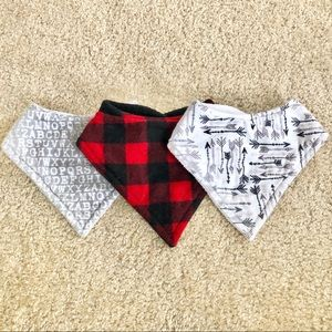 5/$25 NWOT Set of 3 Fleece Bandana Bibs